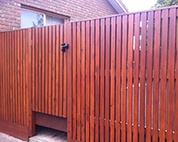 how to build a paling fence australia